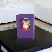 Helios V de Purline, une grosse cheminée bioéthanol en acier laqué violet avec deux vitres en verre trempé thermorésistant.