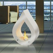 ATENEA W de Purline, est une cheminée a poser au sol blanche, déclarez votre flamme à vos intérieurs !