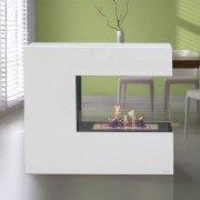 Niobe, cheminée de sol design de 100 cm de long et 2.5 Kw de puissance.