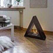 Talia B, chimenea de bioetanol de Purline® , con forma piramidal